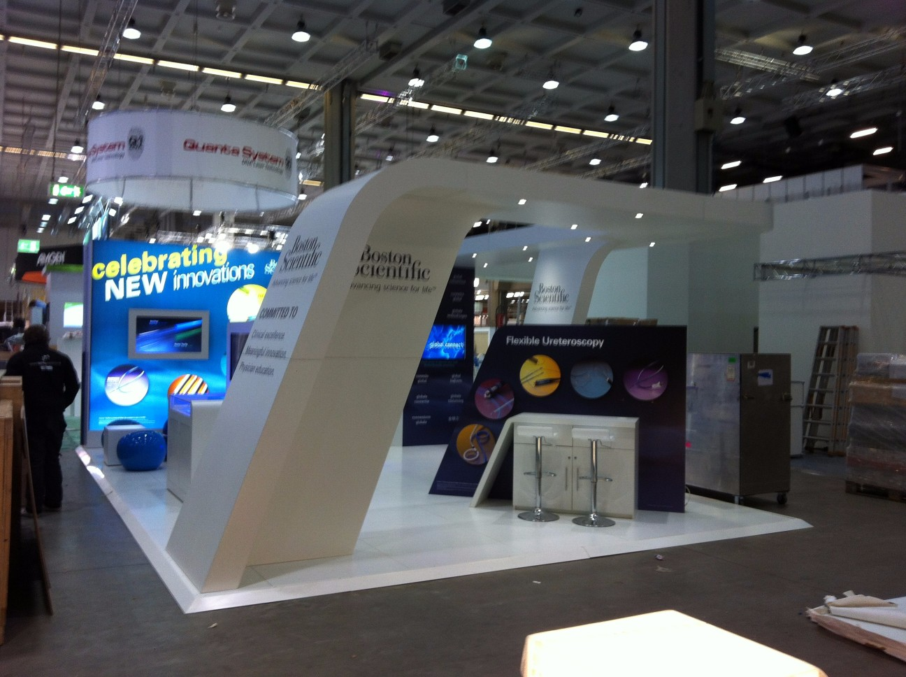 Flexible Exhibition Stands : Boston scientific curved exhibition stand applemed
